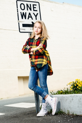 This tween girl was able to enjoy a urban photoshoot sessoin with Starr Petronella, Urban Flair photography.
